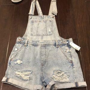 Destroyed short overalls